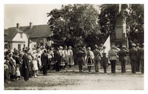 Pomník padlých pokládání věnců roku 1937